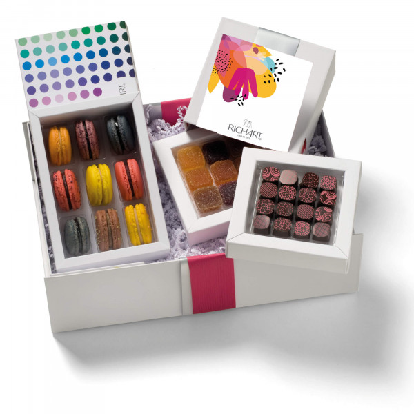 In the kingdom of the Fruity Chocolates and French macarons Gift Basket