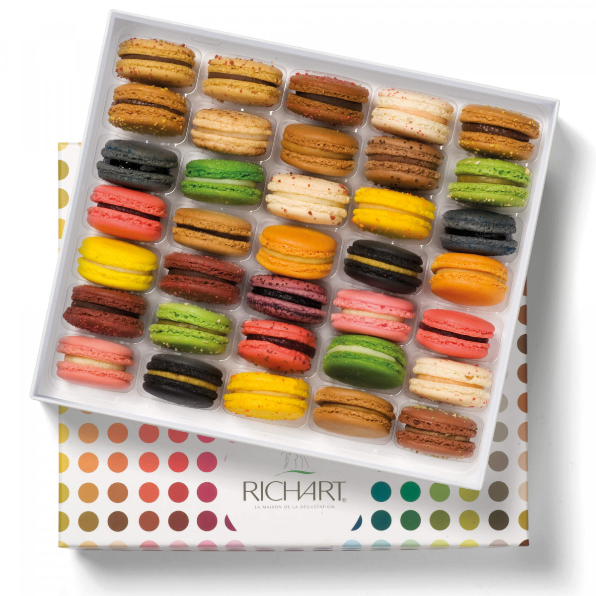 À la folie Box of 35 French macarons