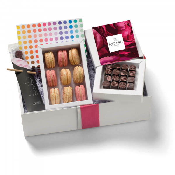 In the kingdom of the Floral Chocolates and French macarons Gift basket