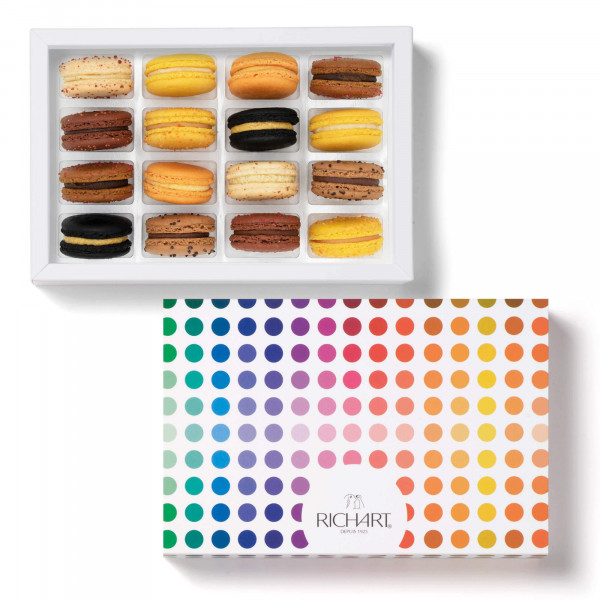 Boo! Box of 16 French macarons for Halloween